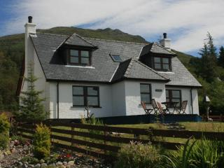 Lochside, Knoydart - Waterfront Highland Cottage