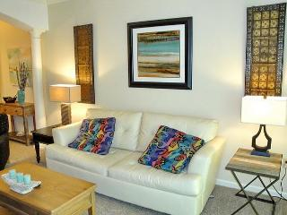 Newly decorated, luxury beachfront condo sleeps 6