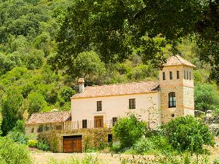 Rustic villa with private pool, great views, pure privacy, enjoy nature