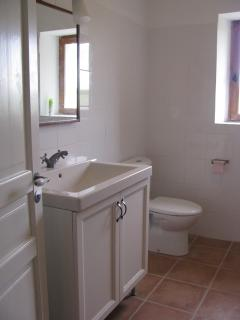Bathroom with shower, toilet, basin, bidet and washing machine