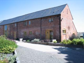 Spacious three bedroom, two bathroom barn conversion near Kenilworth