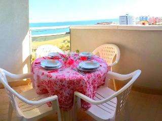 Appartamento con climatizzatore 'Cortina 1 85' pranzare con un ottima vista mare