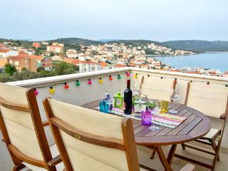 Rainbow apartment with sea view + Free boat trip, Okrug Gornji