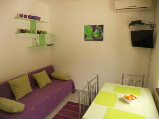 Family friendly apartment with WiFi Necujam Green