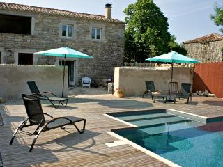 Chez Mackenzie Luxury Cottage & Pool in SW France, Penne