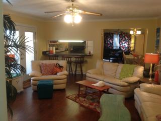 FULLY Furnished Home near the Bay, Daphne
