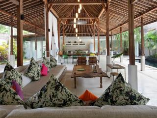 Charming 3 Bedrooms Villa 400m from Beach, Seminyak