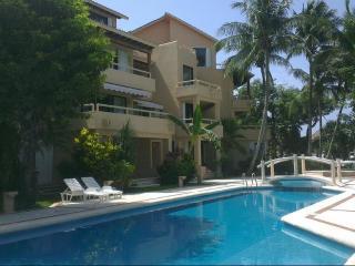 Puerto Aventuras estudio piscina balcón