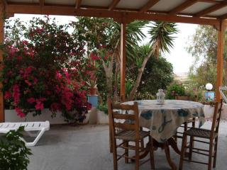 3 bedroom farm house in Pollonia, Milos