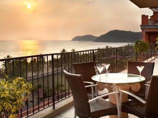 Luxury Ocean Front Condo-Jaco Beach.  Best Value, Ciudad Colon