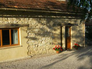 Nightingale Cottage - stone built house in peaceful surroundings