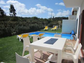 Lux 3 bed 3 bath villa with own heated pool &, Obidos