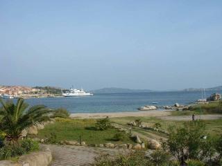 A pocchi passi dal mare, Costa Serena