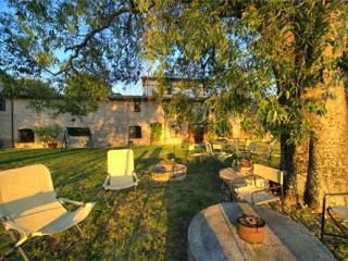 PORETA BIOFARM SUITES : UPPER, Spoleto