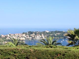 Holiday apartment with view, common pool & parking, Villefranche-sur-Mer
