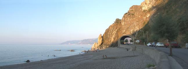La spiaggia di San Gregorio a Km 2 dalla casa