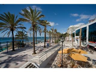 MARBELLA  BEACHFRONT WITH PRIVATE LARGE TERRACE