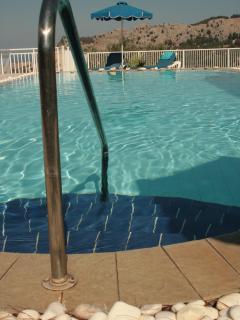 Steps into the pool at Epavlis 2