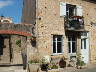 L'Escalier - newly re-advertised, Saint-Gengoux-le-National