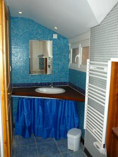 The bathroom 2