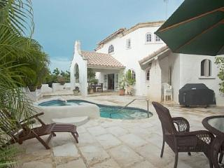 FANTASTIC LOCATION LUXURY VILLA WITH POOL, Saint James Parish
