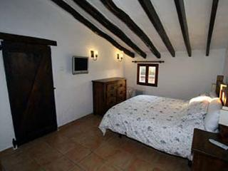 Beautifully furnished bedroom with relaxing atmosphere