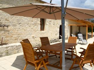 Lascabanes Holiday Barn with heated pool, Montcuq