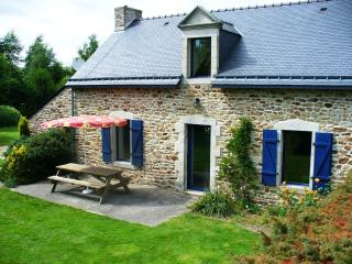 Pretty 3 bed house, garden, 25 mns sandy beaches, Pluvigner