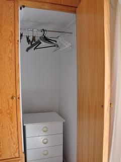 2nd bedroom, cupboard