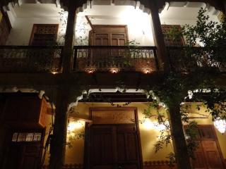 Ryad Arabo-Andalous Luxuriant au Coeur de la Medina de Marrakech (Confort-Wifi)