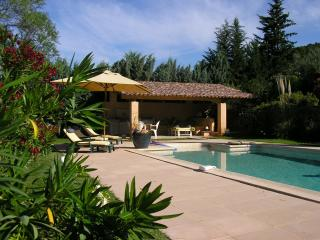Comfortable Villa with private pool and garden, Cotignac