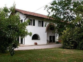Luxury Villa Liberty & Rural House with large pool, Abano Terme