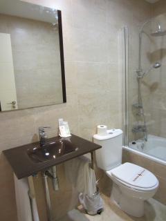 cuarto de baño equipado