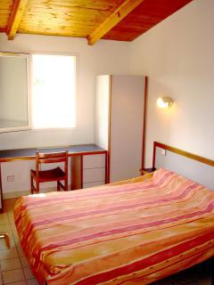 1 chambre avec lit de 140