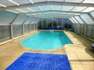 La Pierre Blanche with heated indoor pool 27°C, Dinan