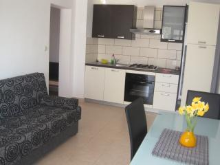 Apartment 2+1 just near the  beach with garden, Vela Luka