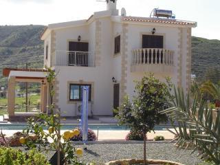2312-Polis Villa, Pomos