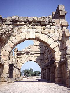 Da Galati Mamertino: 58,0 km, 58 min (A20), Tindari e il suo Il teatro greco