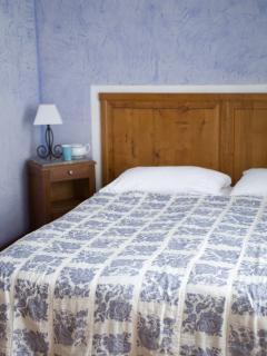 Chambre Bleue with gorgeous mosaic bathroom and original deep bathtub for 2