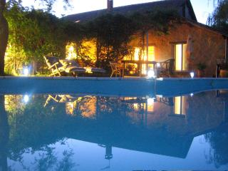 Domaine à Marmande- entire house-8-10 people with pool in hilly Gascony