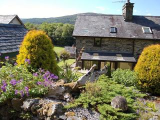 Tre Allt Cottage with garden at Penmaenpool