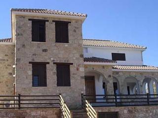 Villa 2309-Πόλις, Peristerona