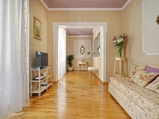 Violet's House Elegant 2 bedrooms apartment in San, Florencia