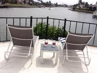 Stunning views walking distance to the beach, Marco Island