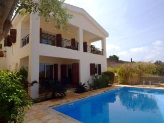 PANORAMIC SEA VIEWS. LUXURY VILLA. WI-FI, BBQ , AC, Latchi