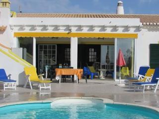 Casa com Jardim e Piscina de Água Salgada, Aljezur