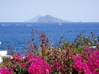 Casa Punta Legno Nero:apt.5 p + terrazza sul mare- Acquacalda-Lipari-isole EOLIE