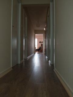 Vue sur le couloir depuis les chambres