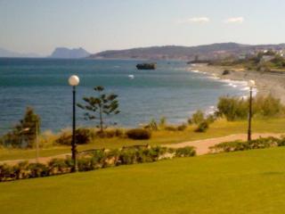 villa con vista al mar, piscina ,jardin,solarium, Estepona