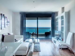 Amplio apartamento frente mar